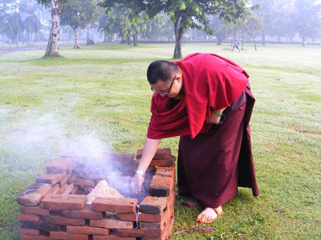 Lama membakar persembahan Riwo