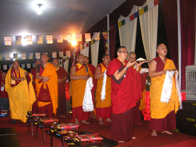 Persembahan untuk HH Karmapa