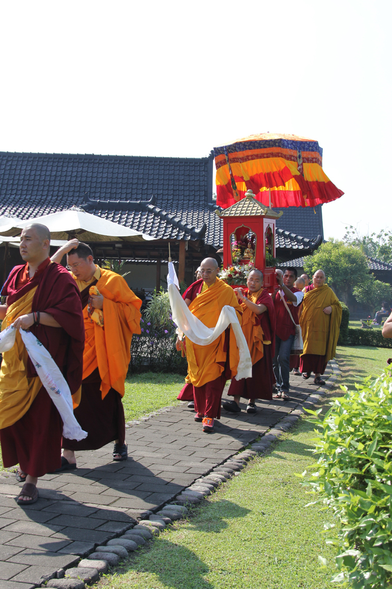 Prosesi upacara 900 tahun Atisha