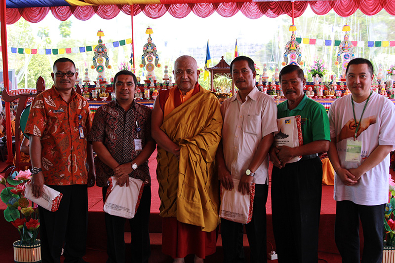 Gyaltsen Rinpoche with goverment in charge and Mr