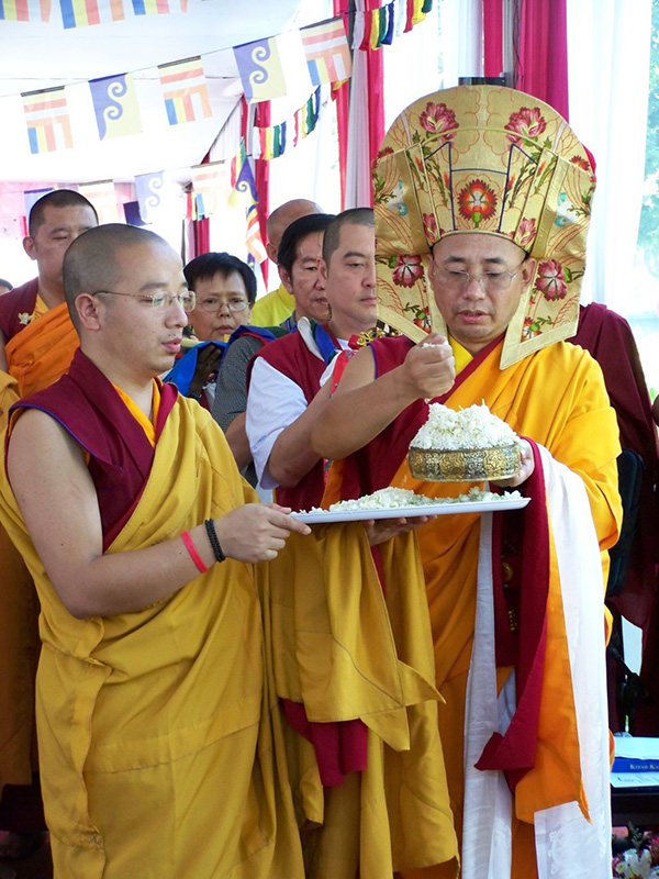 Zurmang Drukpa rinpoche perfomance Mandala offering