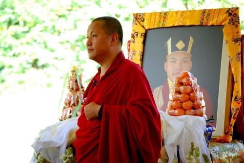 Sangye Nyenpa Rinpoche lead the first Kagyu Monlam