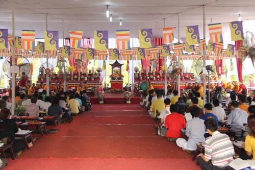 altar utama monlam