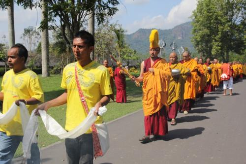 16 Arhat pindapatra procession